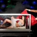 Magiczne pojawienie modelki iluzja